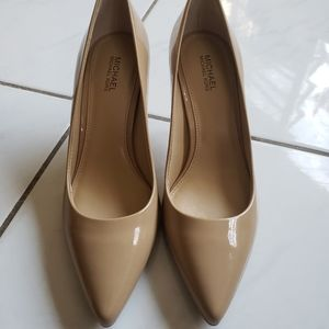 Michael Kors nude Pointed toe heels patent leather